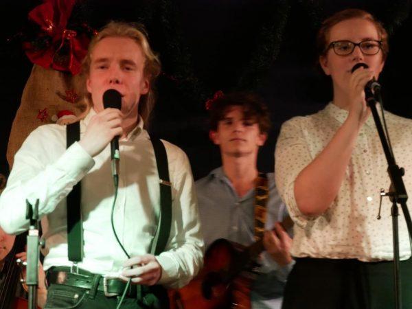 mittlerweile drei Sänger in der Band